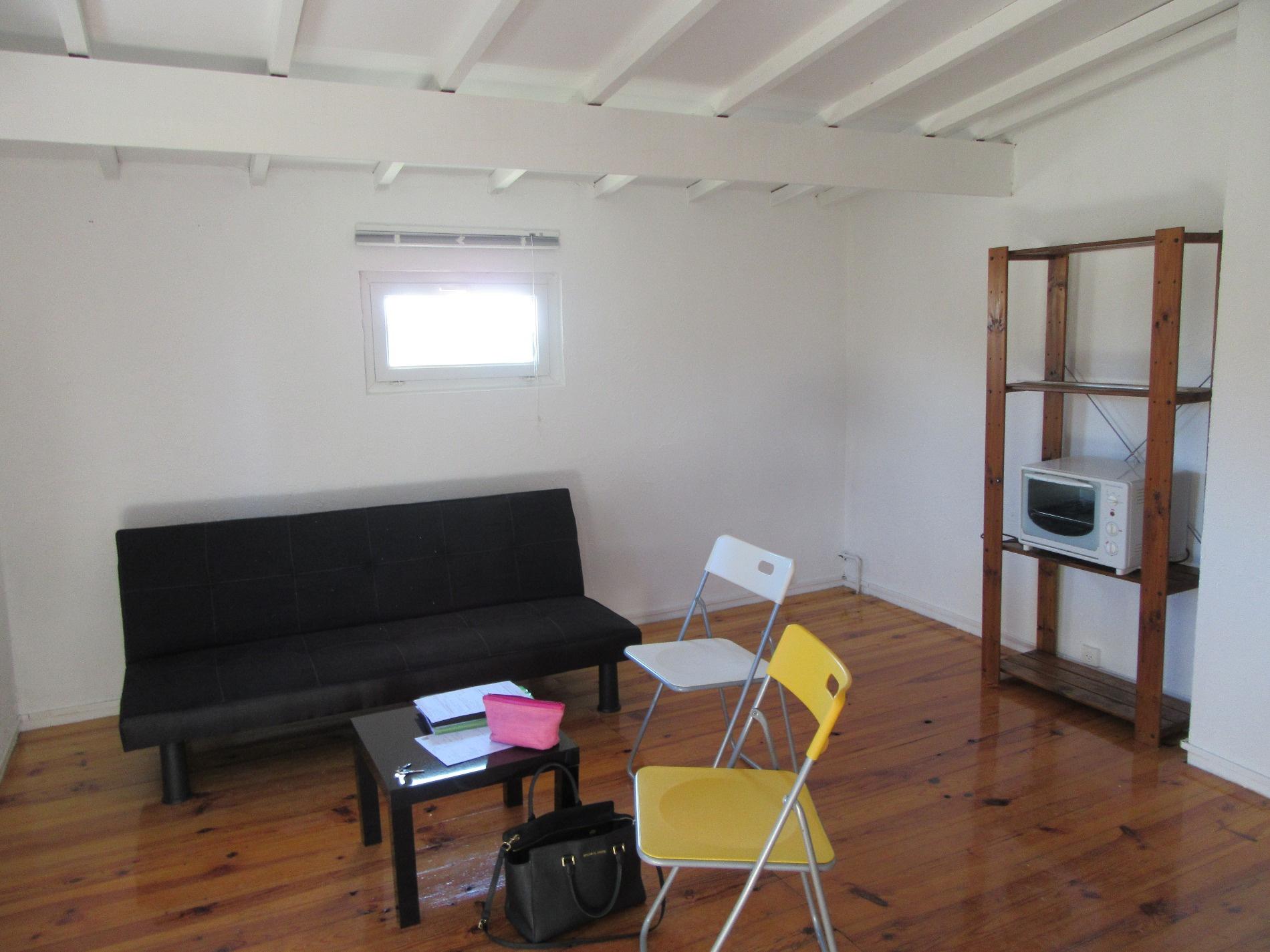 location studio meubl r nov. Black Bedroom Furniture Sets. Home Design Ideas